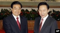 中國領導人胡錦濤(左)2009年10月10日在北京會晤到訪的南韓總統李明博