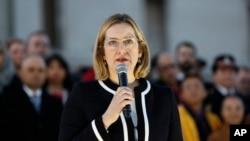 Bộ trưởng Nội vụ Anh Amber Rudd phát biểu tại lễ tưởng niệm ở quảng trường Trafalga, London, 24/5/2017