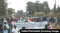 Des milliers de personnes marchent à l'appel du gouvernement pour célébrer l'effectivité du retrait de la Cour pénale internationale (CPI), Bujumbura, 28 octobre 2017. (Twitter/PatrioteBdi)