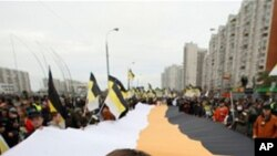 모스크바 거리를 행진하는 대규모 시위대