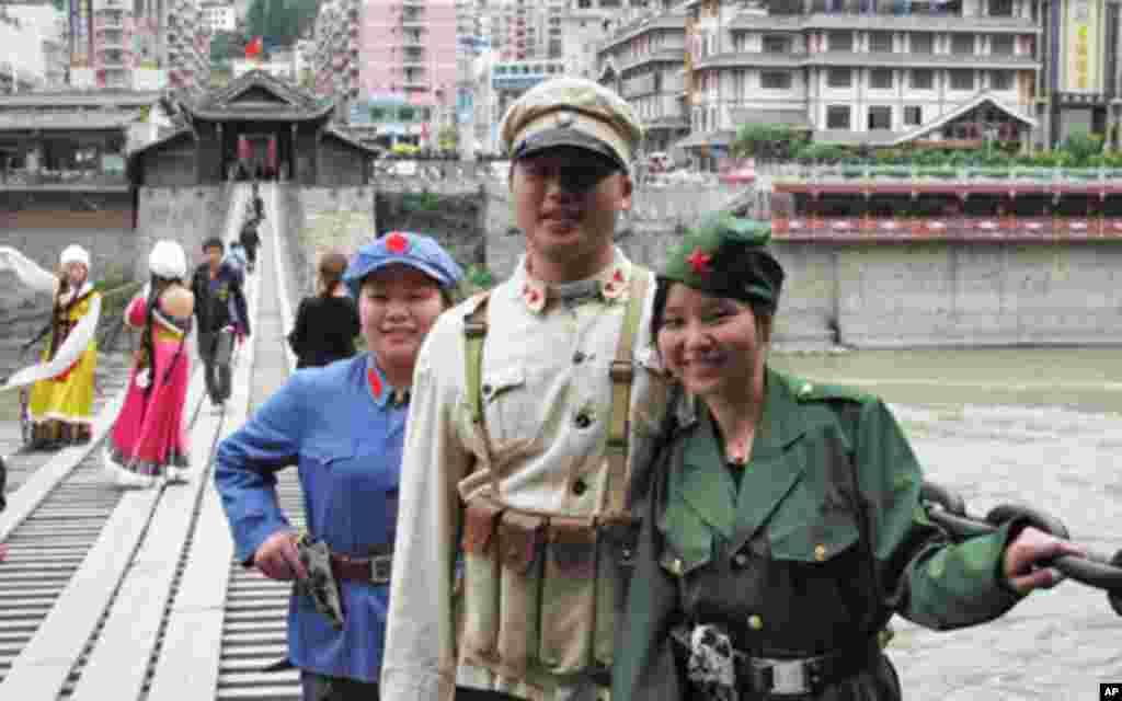 化装照像是游客很喜欢的一项活动(2)