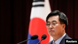 FILE - South Korean Finance Minister Kim Dong-yeon speaks during his inaugural ceremony in Sejong government complex in Sejong, South Korea, June 15, 2017.