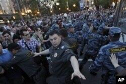 Moskvada sammit paytida Putinga qarshi tinimsiz namoyishlar
