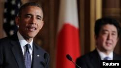 Prezident Barak Obama va Yaponiya bosh vaziri Shinzo Abe matbuot anjumani paytida, Tokio, 24-aprel, 2014-yil
