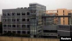 중국군 소속 사이버 부대 시설로 알려진 상하이 외곽의 한 건물. 지난 3월 촬영한 사진이다. (자료사진)