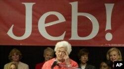 Pese a que la madre de los hermanos Bush no quiere que se postule su hijo Jeb, la decisión es 50-50, según George W.