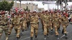 سربازان ارتش یمن که به مخالفان پیوسته اند. ۲۲ مه ۲۰۱۱