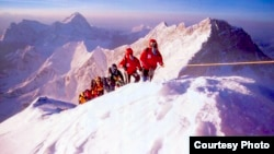 Yuichiro Miura on his way to the Mount Everest summit in 2003. (Miura Dolphins)