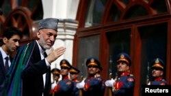 حامد کرزی روز دوشنبه در مراسم سوگند رئیس جمهوری جدید افغانستان شرکت کرد - کابل، هفتم مهر