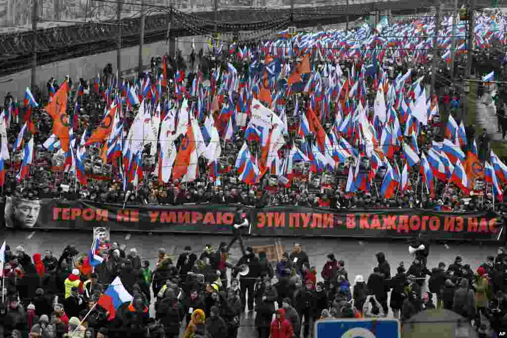 "People carry a huge banner reading ""Those bullets for everyone of us, heroes never die!"" as they march in memory of opposition leader Boris Nemtsov who was gunned down on Friday near the Kremlin, in Moscow, Russia, March 1, 2015."