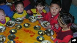 북한 탁아소의 점심시간 (자료사진)