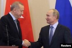 Rəcəb Tayyib Ərdoğan rusiyalı həmkarı Vladimir Putinlə görüşür. Soçi, Rusiya. 22 oktyabr, 2019.