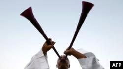 Fan bóng đá Qatar thổi tù và vuvuzela mừng chiến thắng Qatar giành quyền đăng cai World Cup 2022 (ảnh tư liệu)