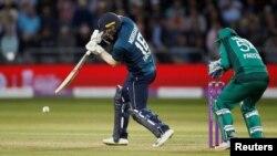 پاکستان اور انگلینڈ کے درمیان کھیلے گئے تیسرے ون ڈے کا ایک منظر