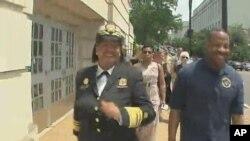 美國衛生部醫務總監維維克•默西呼籲全國民眾多步行。