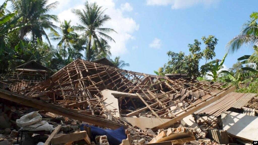 Indonezi: Fillon evakuimi i turistëve pas tërmetit