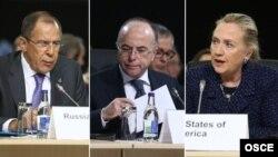 ԵԱՀԿ-ի Մինսկի խմբի համանախագահ-երկրների պատվիրակությունների ղեկավարներ, Ռուսաստանի արտգործնախարար Սերգեյ Լավրովը, ԱՄՆ-ի արտգործնախարար Հիլարի Քլինթընն ու Ֆրանսիայի Եվրոպական հարցերի լիազոր նախարար Բեռնար Կազնովը (լուսանկար՝ OSCE/Dan Dennison)