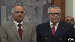 پاکستانی سیکرٹری دفاع آصف یاسین ملک اور قائم مقام امریکی سفیر ریچرڈ ہوگلنڈ