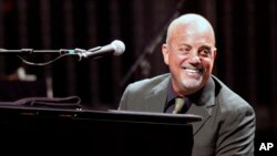 Billy Joel performing in 2009