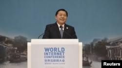 中国互联网信息办公室主任、主管中国互联网审查的中宣部原副部长鲁炜在乌镇举行的世界互联网大会上讲话。(2015年12月18日)