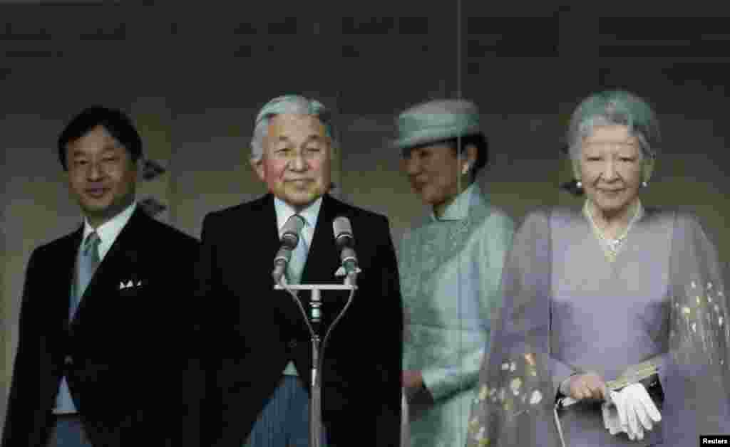 Japan's Crown Prince Naruhito, Emperor Akihito, Crown Princess Masako and Empress Michiko stand in front of well-wishers at the Imperial Palace in Tokyo, Dec. 23, 2013.