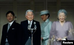 FILE - Japan's Crown Prince Naruhito (L-R), Emperor Akihito, Crown Princess Masako and Empress Michiko stand in front of well-wishers who gathered to celebrate the monarch's 80th birthday at the Imperial Palace in Tokyo, December 23, 2013.