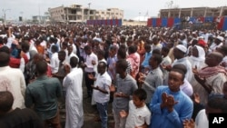 Thousands of Somalis gather to pray at the site of the country's deadliest attack and to mourn the hundreds of victims, at the site of the attack in Mogadishu, Somalia, Oct. 20, 2017.