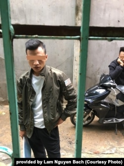 """""""Dân xã hội đen"""" bao vây, hăm dọa gia đình ông Lâm Nguyên Bách, 2019"""