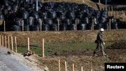 Bãi đất bị ô nhiễm phóng xạ tại khu vực Miyakoji trong Tamura, tỉnh Fukushima, ngày 1/4/2014.