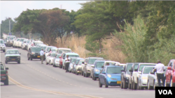 Some Zimbabweans will spend most of their time in fuel queues this Christmas. The country has been struggling to import enough for months, Dec. 24, 2018. (C. Mavhunga for VOA)