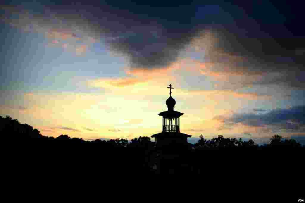 Часовня святой Анны в Северной Каролине на винодельне Андрея Медведева. Вечер