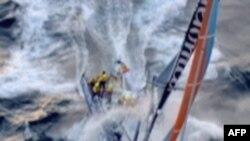 Tàu đua đi tàu lớn vì ngại gặp cướp biển