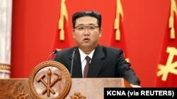 朝鲜领导人金正恩在平壤纪念朝鲜劳动党建立76周年大会上讲话。(2021年10月11日)