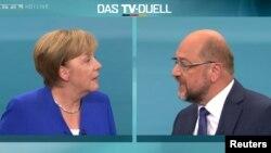 Kanselir Angela Merkel dan Ketua partai SPD Martin Schulz dalam sebuah acara debat televisi di Berlin, Jerman (foto: dok).