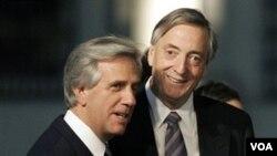 """Los senadores líderes de la oposición salieron a criticar duramente al ex presidente Vázquez por haber solicitado """"la intervención de EEUU""""."""