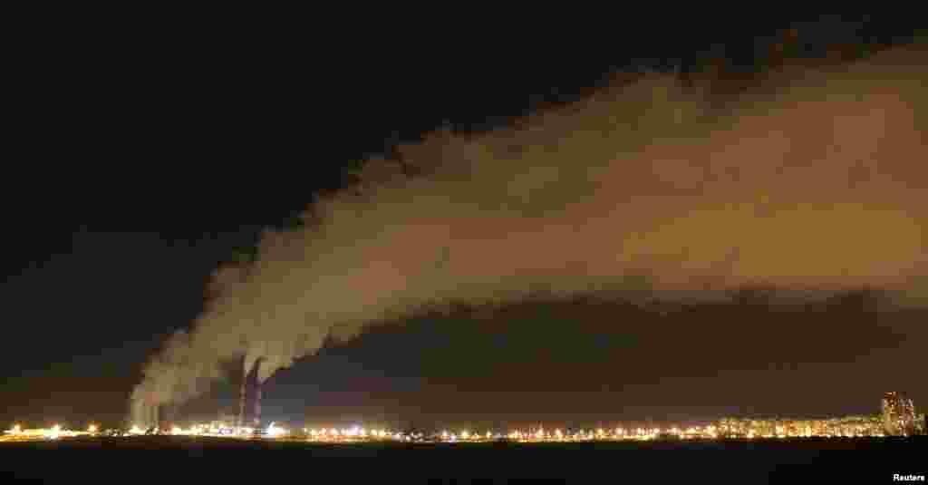 بیلاروس کے دارالحکومت منسک میں ایک پاور اسٹیشن سے گیس کے خارج ہونے کا عمل جاری