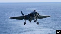 Uji coba pesawat tempur F-35C (AP Photo/Steve Helber)