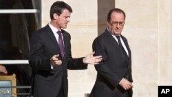 Manuel Valls (g.) et François Hollande (d.) à Paris, le 26 novembre 2015. (AP Photo/Michel Euler)