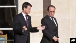 Manuel Valls (g.) et François Hollande (d.) à Paris, le 26 novembre 2015. (AP Photo/Michel Euler)