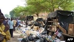 Ðường phố ở Thủ đô Ouagadougou ngày 16 tháng 4, 2011, một đêm sau khi quân đội nắm quyền kiểm soát đường phố