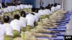 641명의 태국 마사지사들이 방콕에서 세계 기네스북 기록과 마사지 산업을 홍보하는 이벤틀를 개최하고있다.(자료사진)