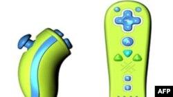 可爱的儿童用Wii摇杆