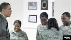 Pod velikim pristiskom iz Kongresa: Predsjednik SAD Barack Obama sa vojnicima u Afganistanu