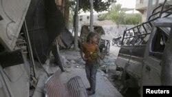 دوما در پی حملات هوایی نیروهای وفادار به بشار اسد و درگیری میان گروههای شورشی رقیب، به ویرانهای تبدیل شده است - عکس از آرشیو