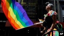Một người tham gia buổi diễu hành của người đồng tính ở New York ngày 29 tháng 6 năm 2014.