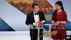 在贾樟柯导演在第66届法国戛纳电影节上荣获最佳编剧奖后发表演讲。