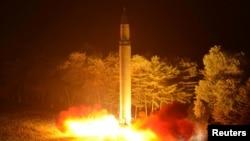 북한이 대륙간탄도미사일 '화성-14' 2차시험발사를 실시했다고 지난달 29일 보도했다.