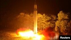 북한이 지난 28일 밤 대륙간탄도미사일 '화성-14' 2차시험발사를 실시했다.