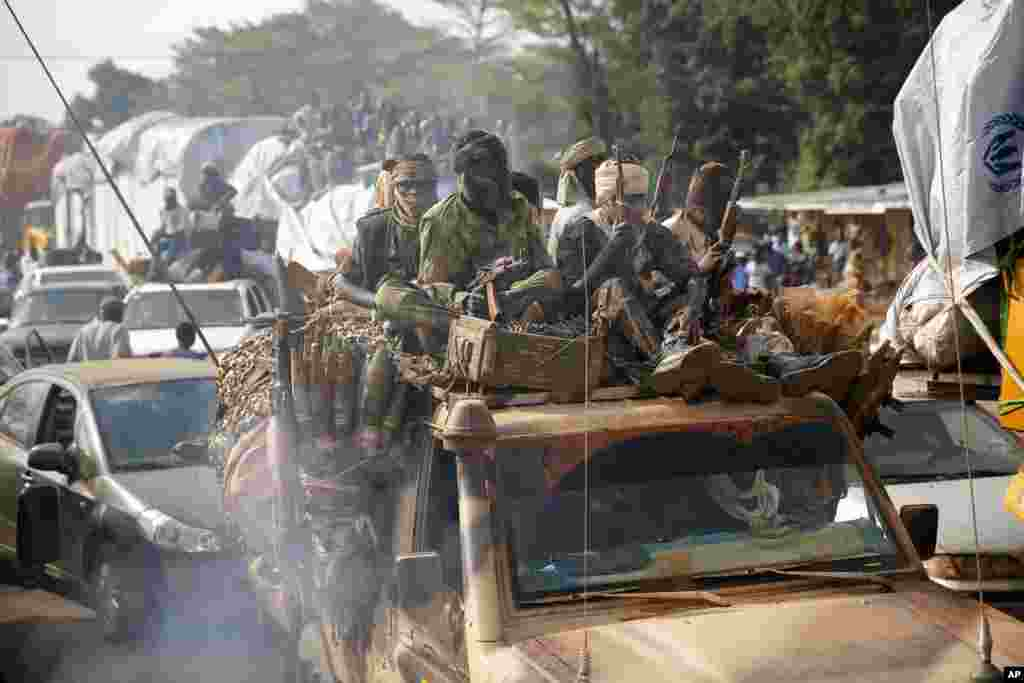 Chadian troops escort thousands of Muslim residents who are fleeing Bangui and Mbaiki, Feb. 7, 2014.