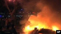 불타는 카이로의 시위현장